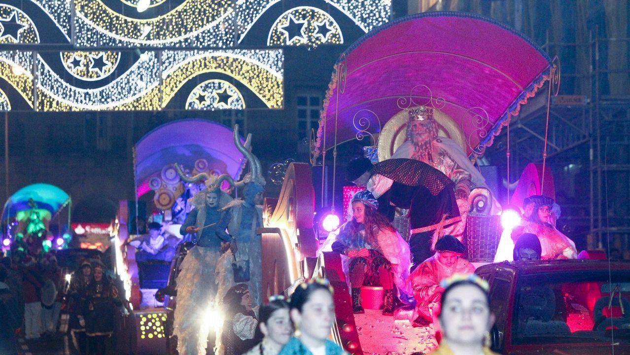 Así lució la cabalgata de Reyes en Santiago y los concellos del entorno