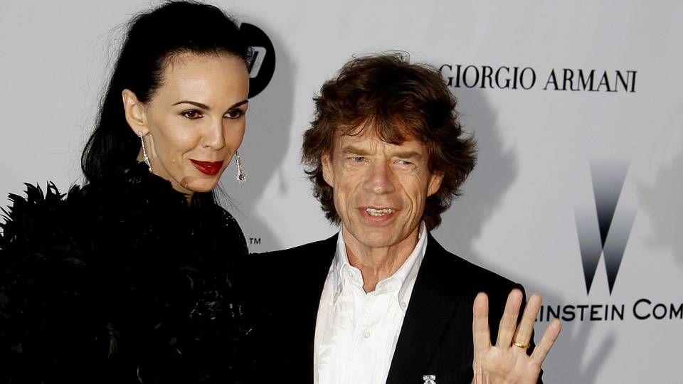 objeto_portada.L'Wren Scott y Mick Jagger a su llegada a la gala de cine contra el sida como parte del Festival de Cine de Cannes el 20 de mayo del 2010