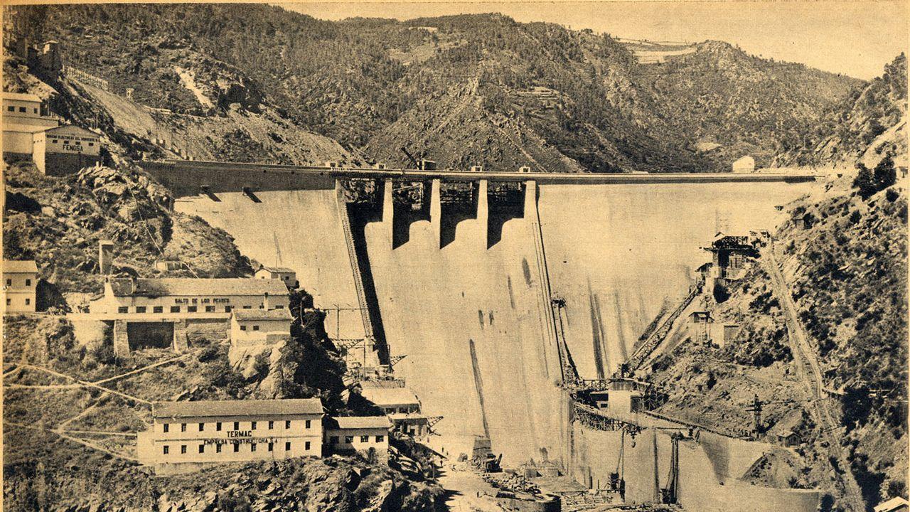 Las obras de la presa de Os Peares vistas en 1954.