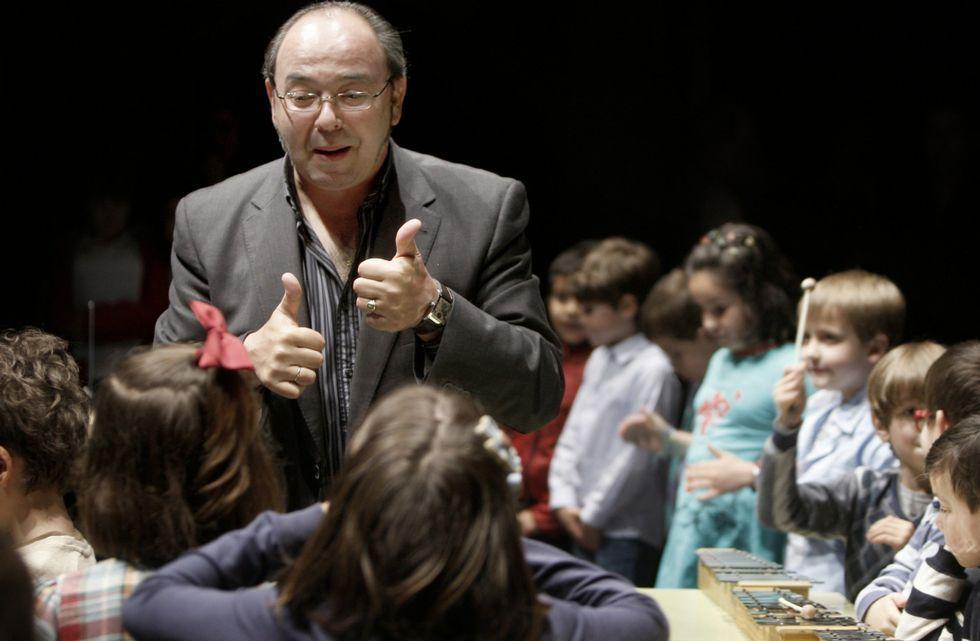 .Comesanha compaxina o seu labor docente coa dirección de banda, coral e presidencia dos compositores.