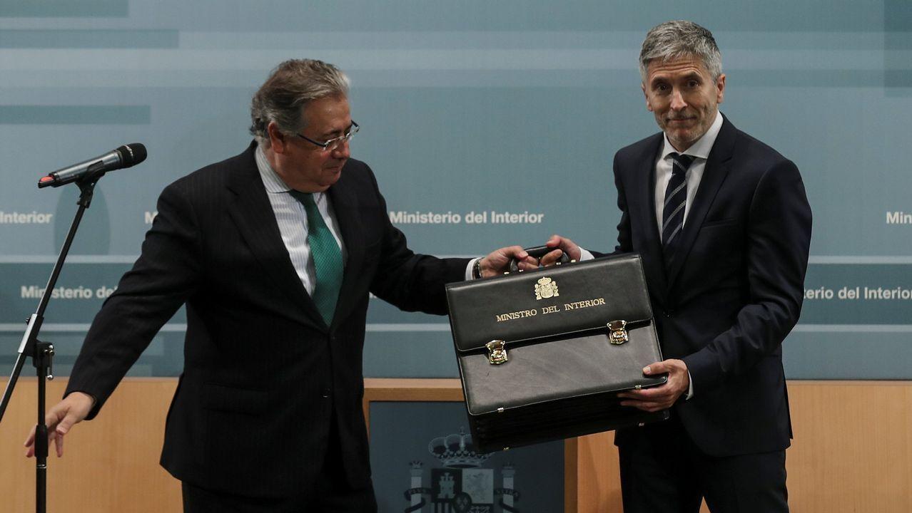 El ministro de Interior Fernando Grande-Marlaska toma posesión y recibe su cartera de manos de su predecesor Juan Ignacio Zoido