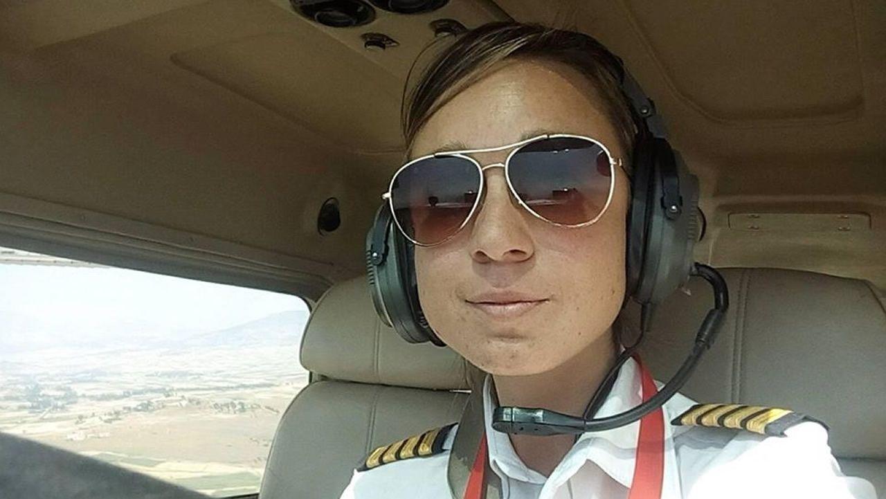 La Guardia Civil libera una partida de aves capturadas en Redondela.Tania Cabo, única mujer piloto del aeropuerto internacional de Etiopía