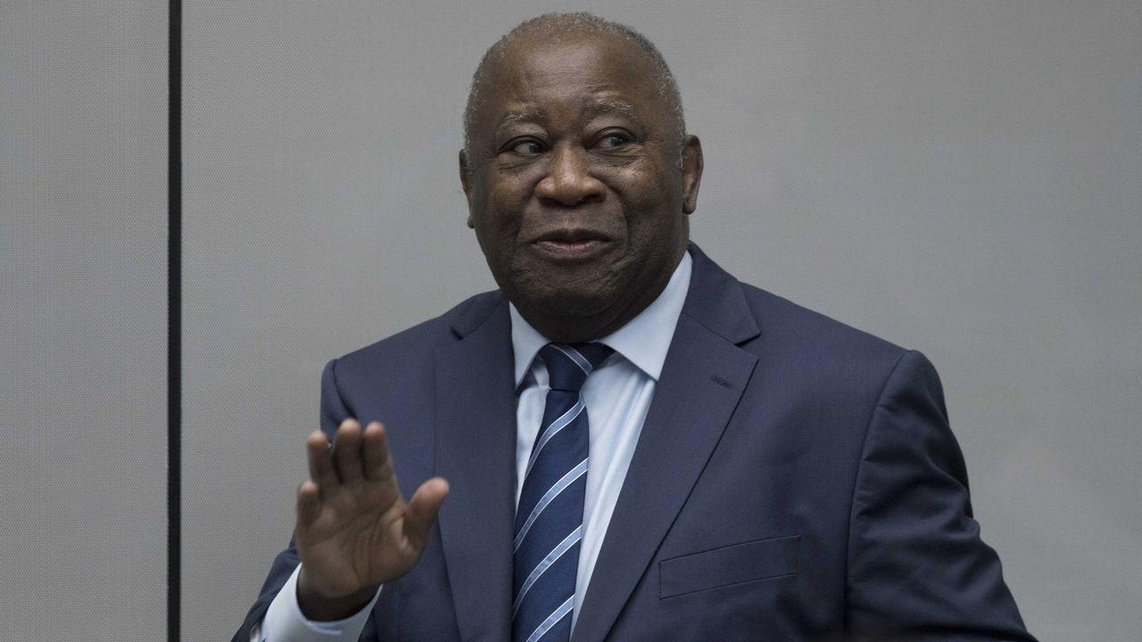 El expresidente de Costa de Marfil Laurent Gbagbo entra en la sala de la Corte Penal Internacional (CPI), en la Haya, Holanda. La CPI retiró hoy todos los cargos contra el expresidente Gbagbo, detenido en La Haya desde 2011 por supuestos crímenes de lesa humanidad, y su exministro de Juventud, Charles Blé Goudé, y ordenó su puesta en libertad inmediata