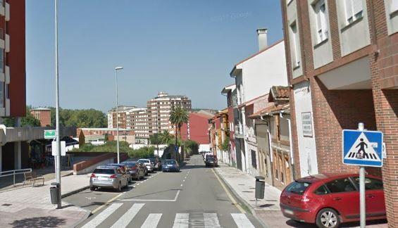 Imagen de la calle La Magdalena en Avilés, donde tuvo lugar el incendio