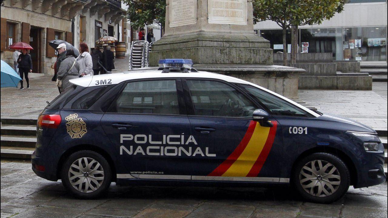 Los investigadores creen que la niña asesinada en Vilanova se defendió de un intento de agresión sexual.Mossa conduce el balón en el Oviedo-Cultural