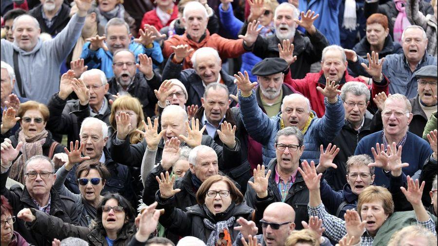 """Pensiones, jubilad@s. Continuidad en el """"damos y quitamos"""". Aumento de la privatización. La OCDE y el FMI por disminuirlas, retrasarlas...   - Página 9 Efe_20180312_123708237"""