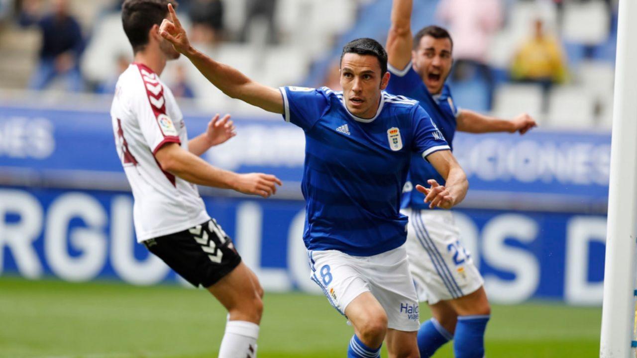 Gol Folch Joselu Real Oviedo Albacete Carlos Tartiere.Folch celebra su gol ante el Albacete en el partido del Carlos Tartiere