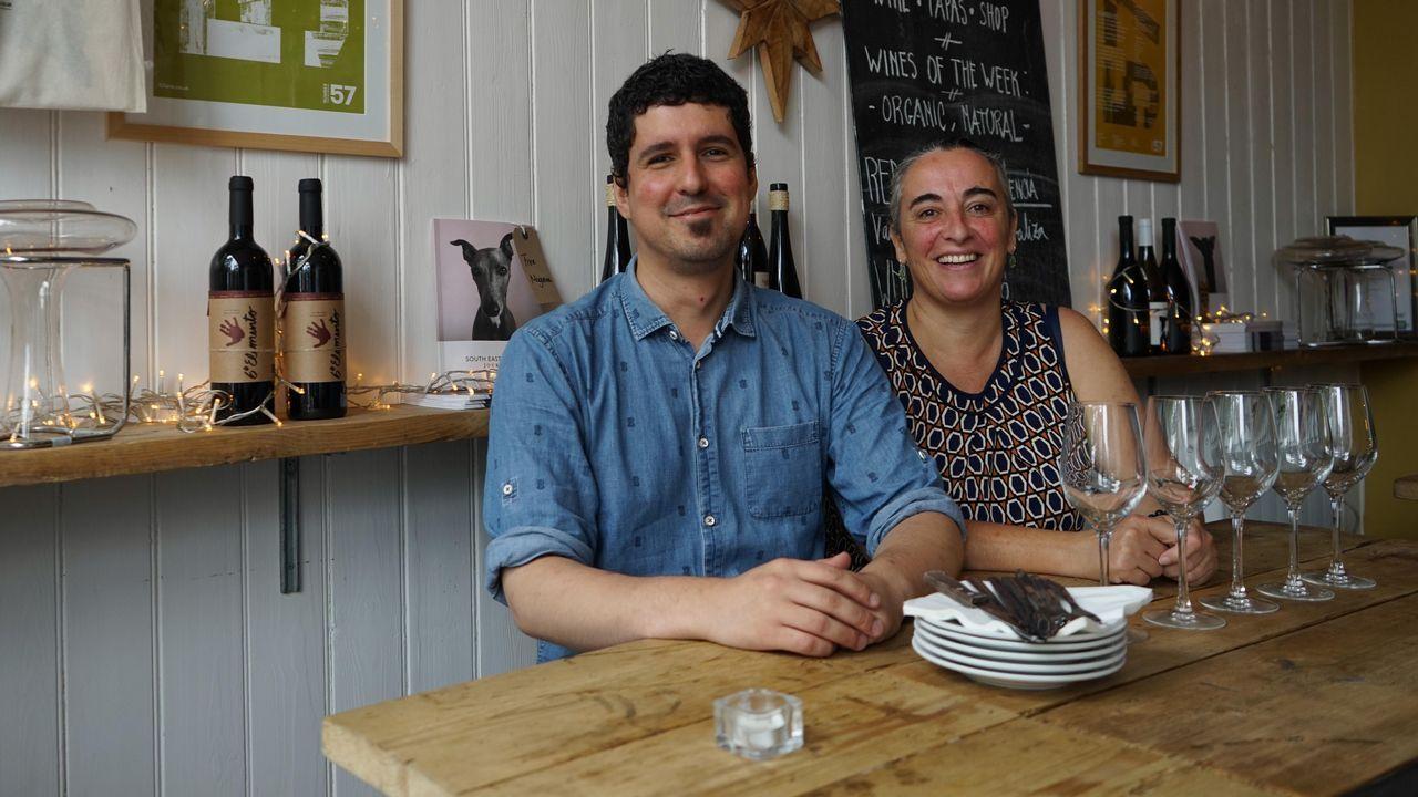 .Los gallegos Fran Fra y Ana Gómez en el restaurante L´Oculto, un local especializado en vinos, productos artesanales y de pequeños productores