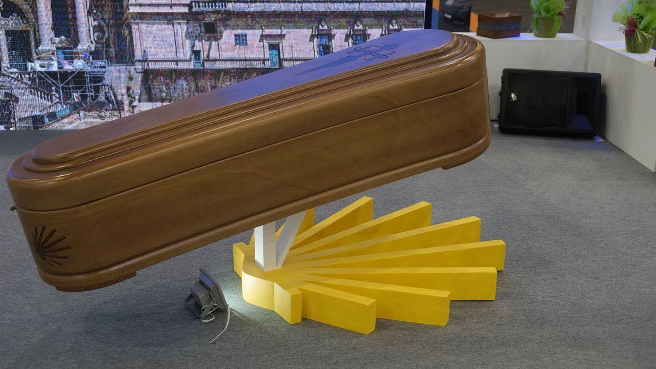 Las novedades del sector funerario, en Ourense.Imagen de contenedores de exportación