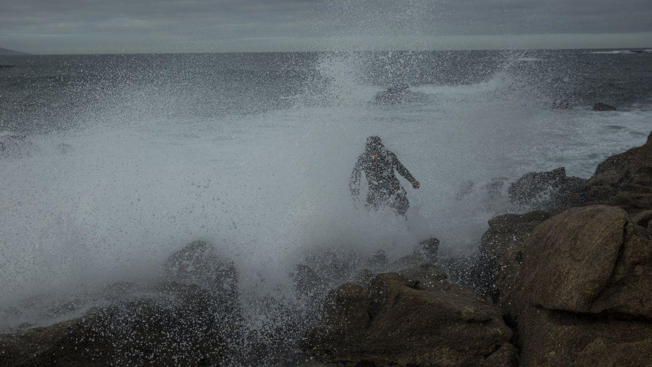 Playa fluvial de Tapia-Ames cerrada por contaminación