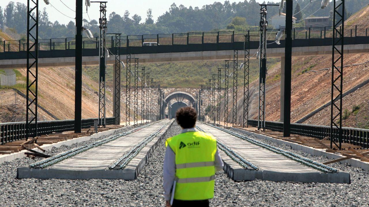 El simulacro de accidente en el túnel de Torrente, en imágenes.José Luis Alperi