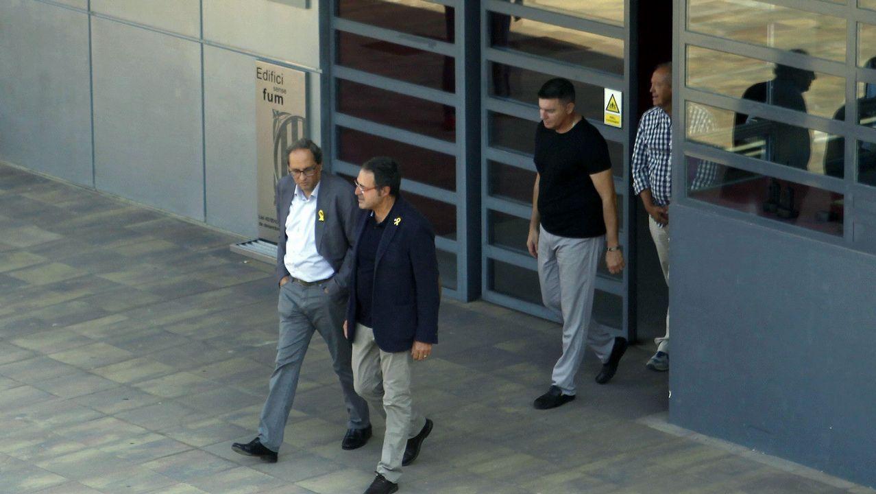 Los lazos amarillos llegan a la Fiscalía.Pedro Sánchez en Chile