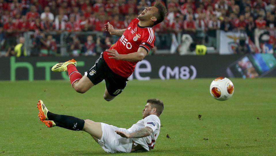 Sulejmani, en la final de la Liga Europa contra el Sevilla