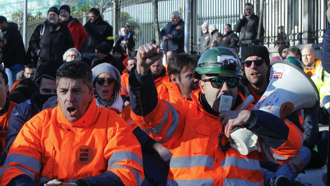 Los trabajadores de Alcoa se manifiestan en Santiago
