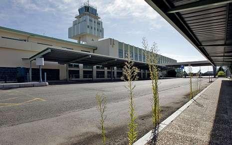 La vieja terminal de Lavacolla es un gran espacio desaprovechado que Aena quiere reutilizar.