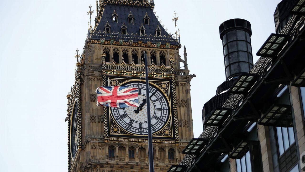 .Bandera del Reino Unido a media asta en Londres