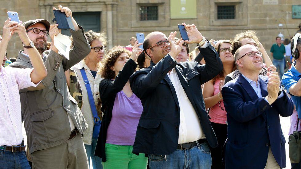 La bandera gay ya ondea en el Concello de Santiago