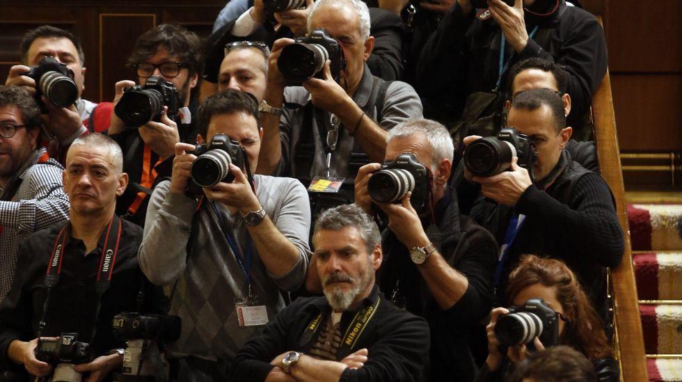 Las directivas del Colegio de Periodistas de Asturias y la Asociación de la Prensa de Oviedo, con el presidente de la Junta General, Pedro Sanjurjo.El periodismo independiente y de calidad es esencial para la democracia