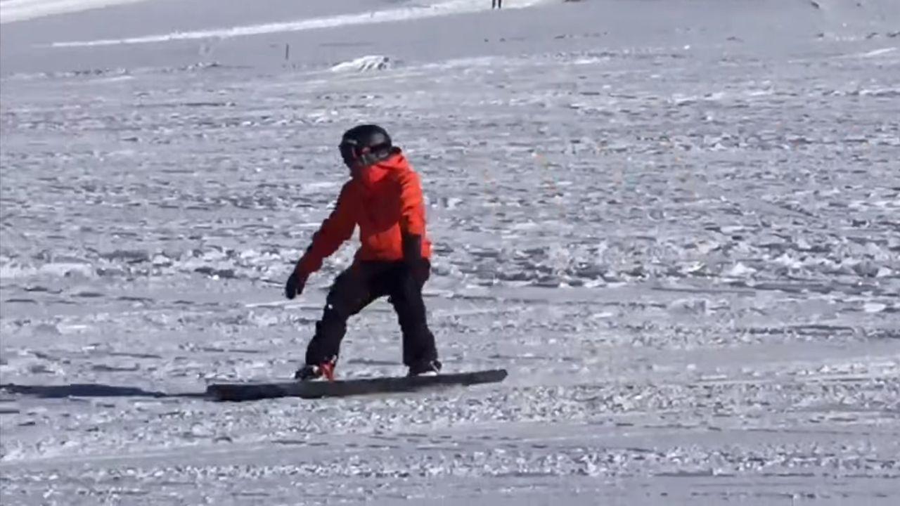 Víctor González practicando snowboard 18 meses después de su accidente