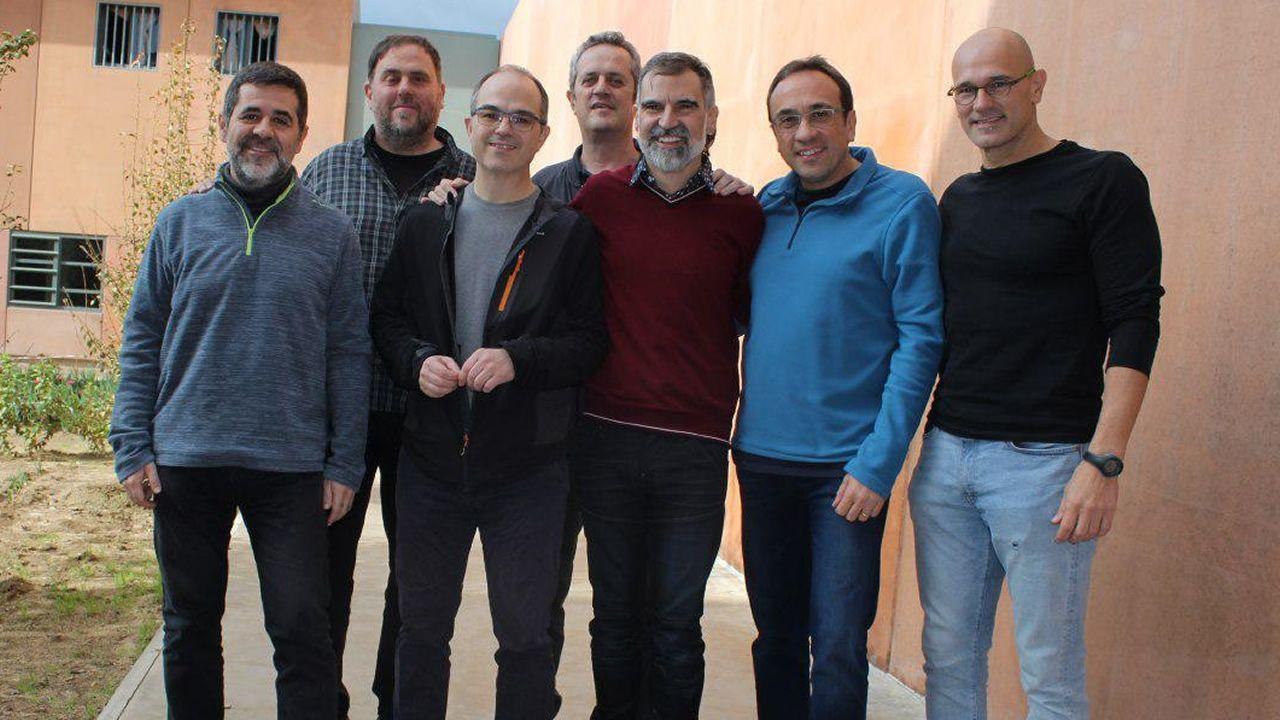 Seis de los 18 acusados por la DUI serán juzgados en Cataluña.El Congreso rindió homenaje a las víctimas de los naufragios en Galicia y reconoció el «trabajo duro y sacrificado que realizan cada día las mujeres y hombres del mar»