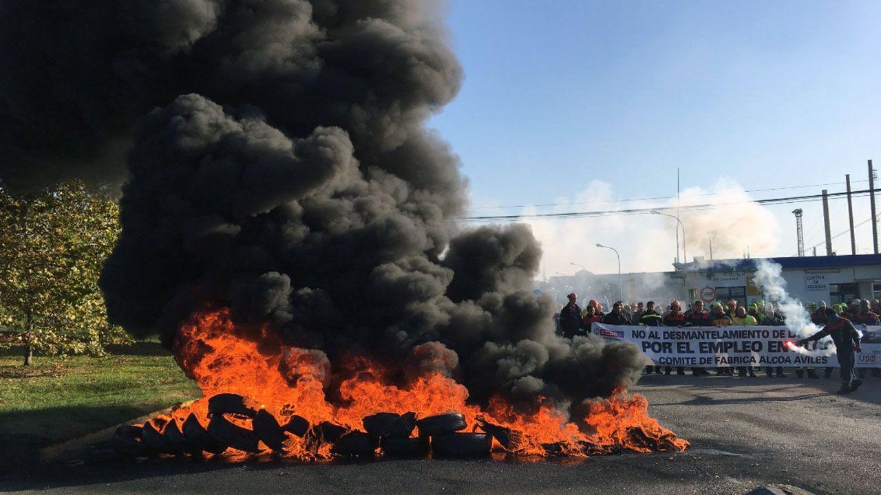 ¿Cómo seadaptan los bancos a las nuevas tecnologías?.Protesta en Alcoa en Avilés