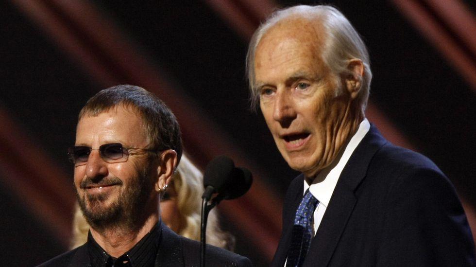 .Imagen de archivo de Ringo Starr y el productor George Martin