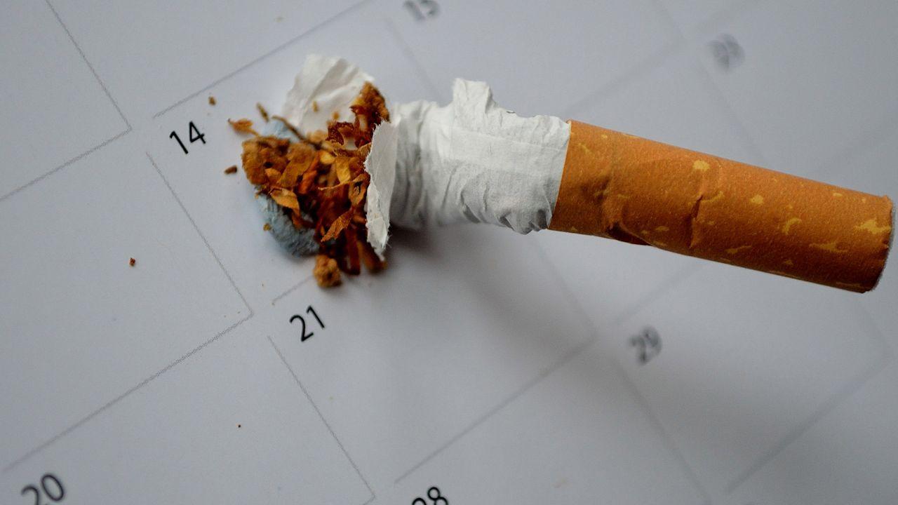 Dejar de fumar.Una madre con su bebé