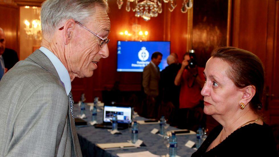 .Sir John Elliott, junto a Amelia Valcárcel, en el Hotel de la Reconquista