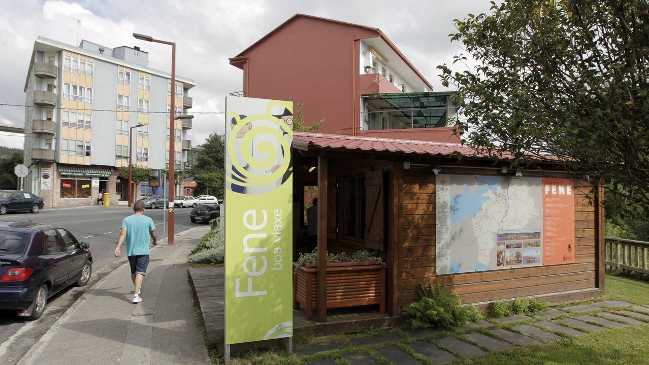 Abierta la oficina de turismo que funciona de martes a s bado for Oficina turismo galicia