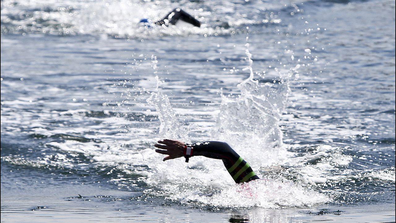 Rescatan en Baiona a tres holandeses cuyo barco se estaba hundiendo