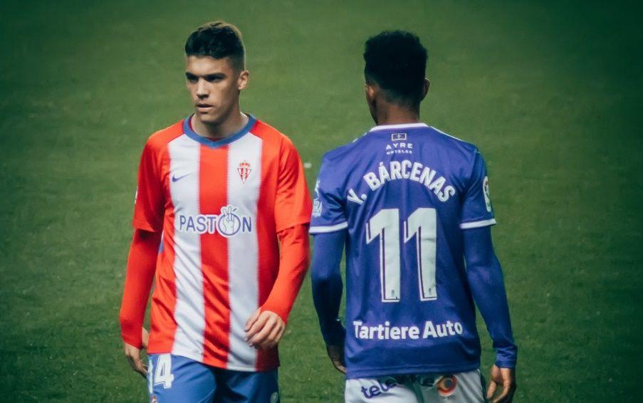 Largas colas en Riazor para la final por el ascenso.Nacho Sporting - Oviedo