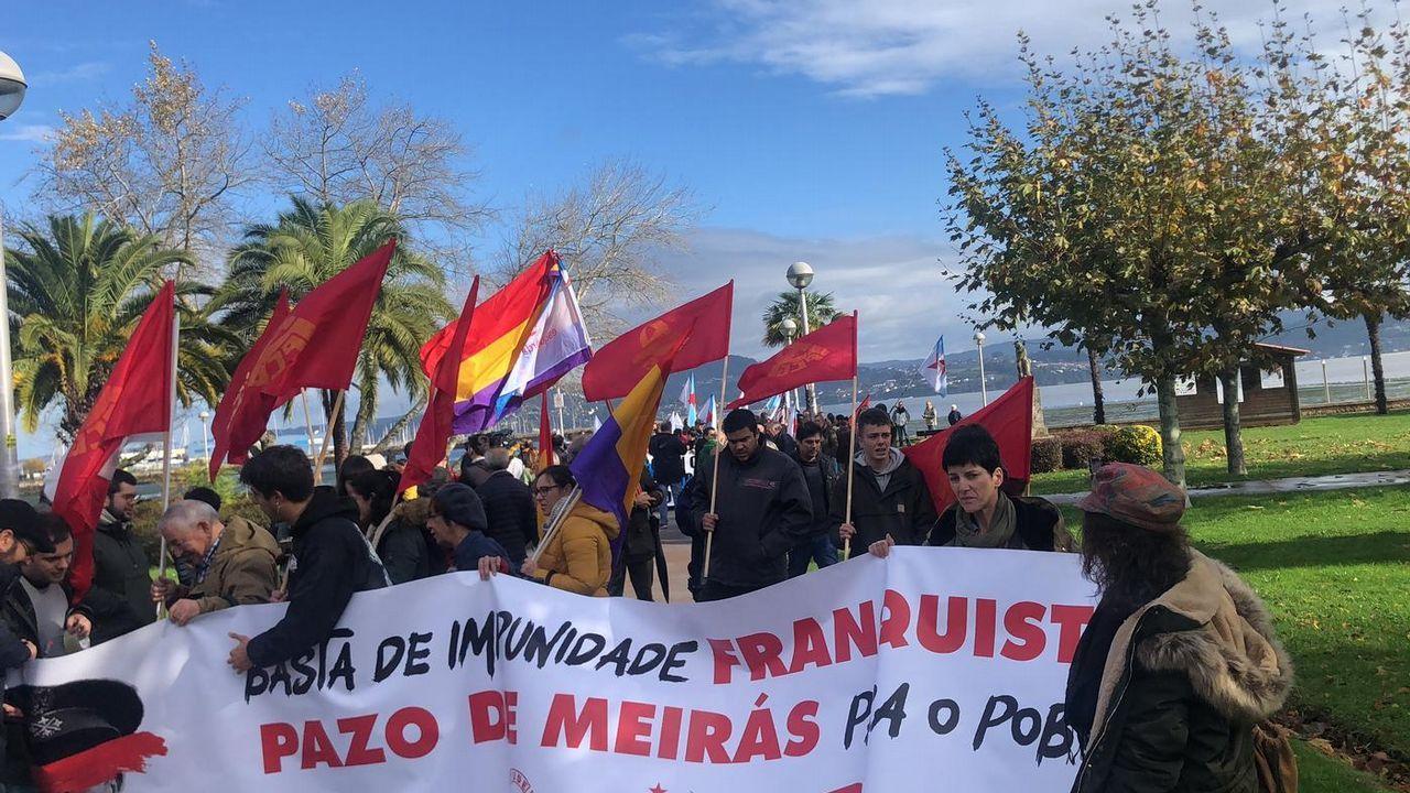 Los trabajadores de Alcoa alzan la voz en la Torre de Hércules.Marcha a Meirás