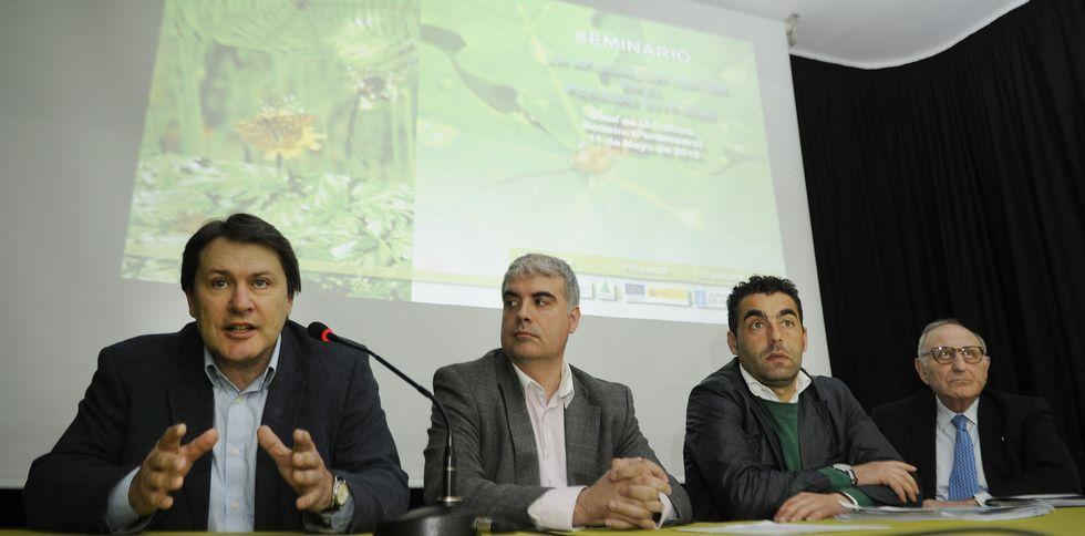 Ponentes gallegos y de toda España concurrieron ayer en el seminario de Asaja, en Rodeiro.