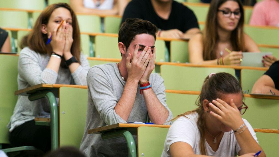 Alumnos justo antes de iniciar una prueba de selectividad
