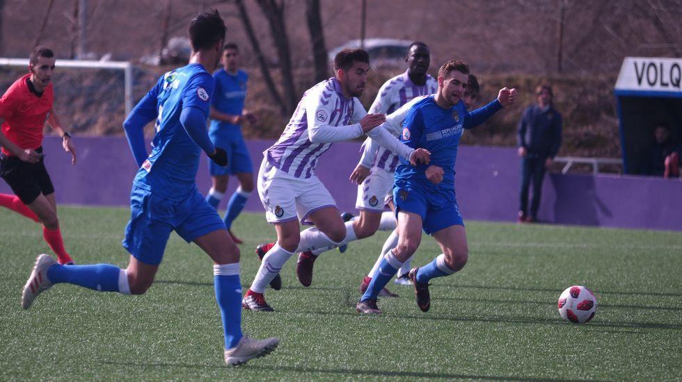 Vetusta Bilbao Athletic Requexon.Forlín en el suelo evitando el golpeo de Sory Kaba