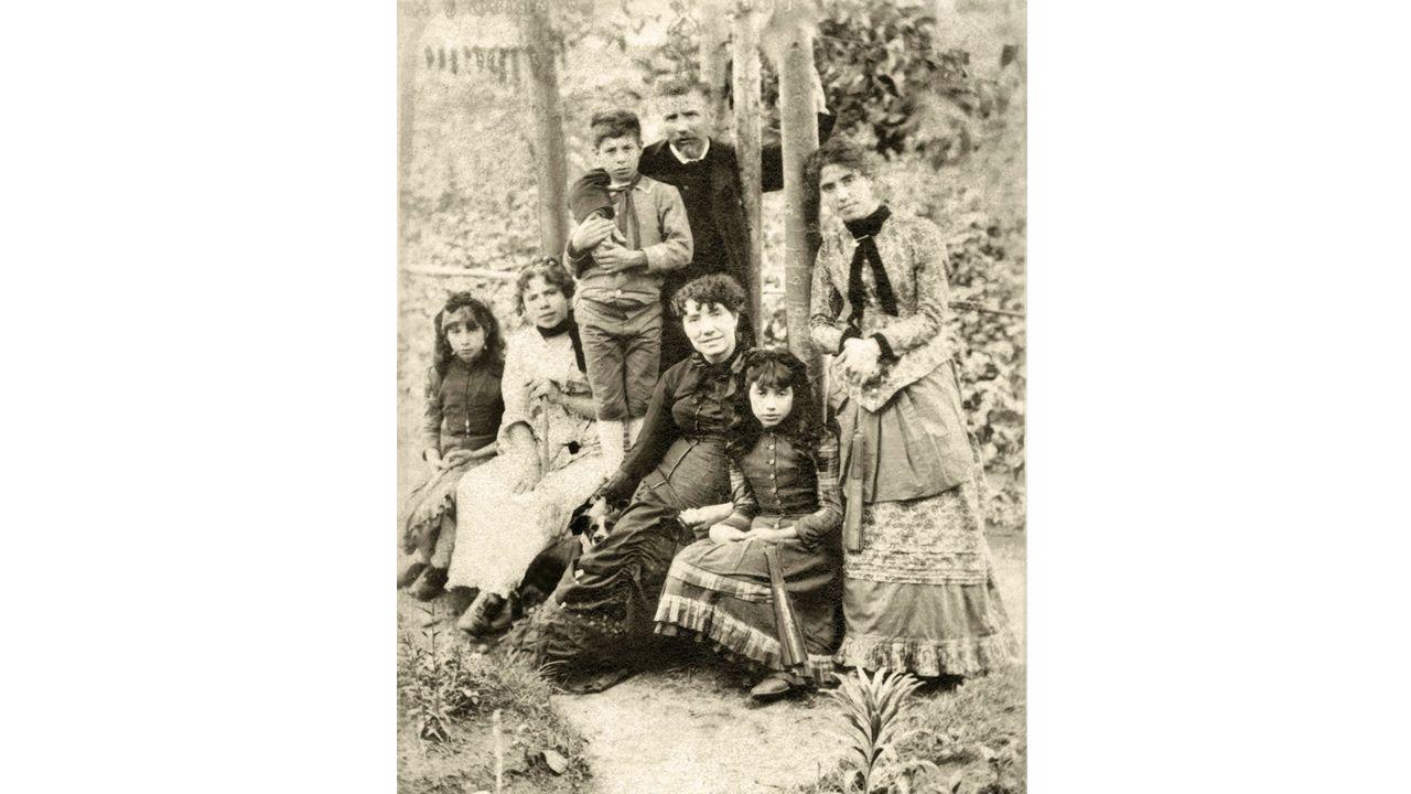 El grupo Son Trío, entre los ganadores por su poema musicado.Última foto que se tomou de Rosalía de Castro, na que aparece en 1884 coa familia no xardín da Casa da Matanza