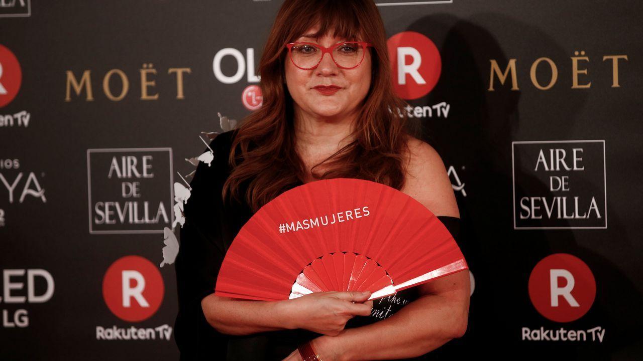 .Isabel Coixet con el reivindicatico abanico rojo