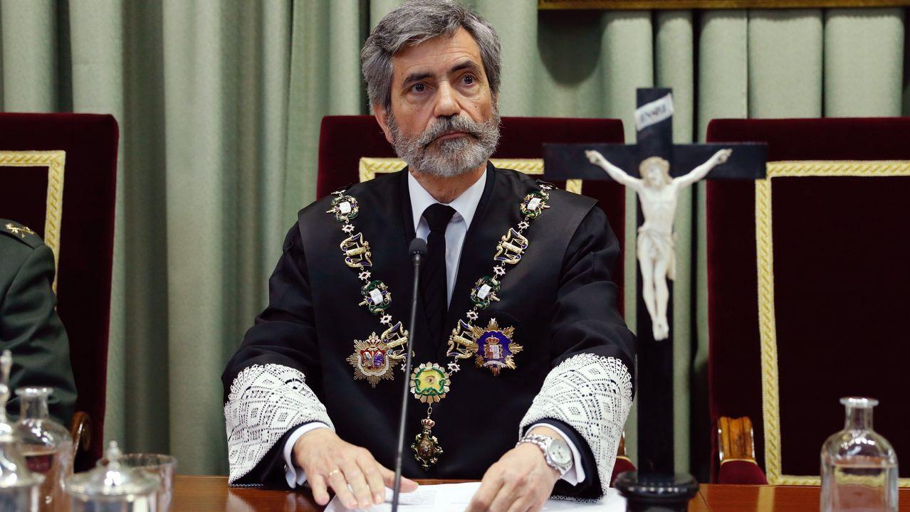 Sánchez comparece para anunciar medidas legales tras la sentencia de las hipotecas.Billetes apilados