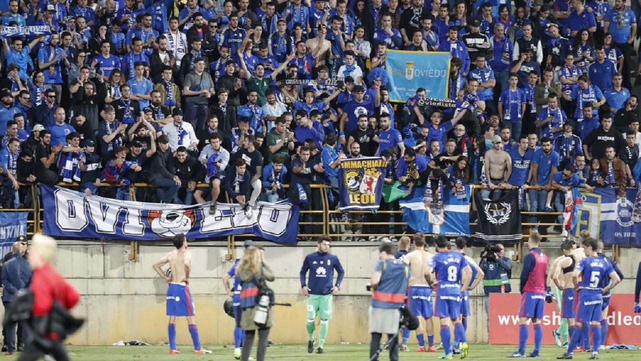 Aficion Real Oviedo Cultural Reino de Leon.Los futbolistas del Real Oviedo, tras el encuentro ante la Cultural