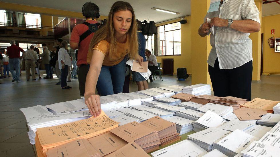 El senador asturiano Ovidio Sánchez recoge su acta