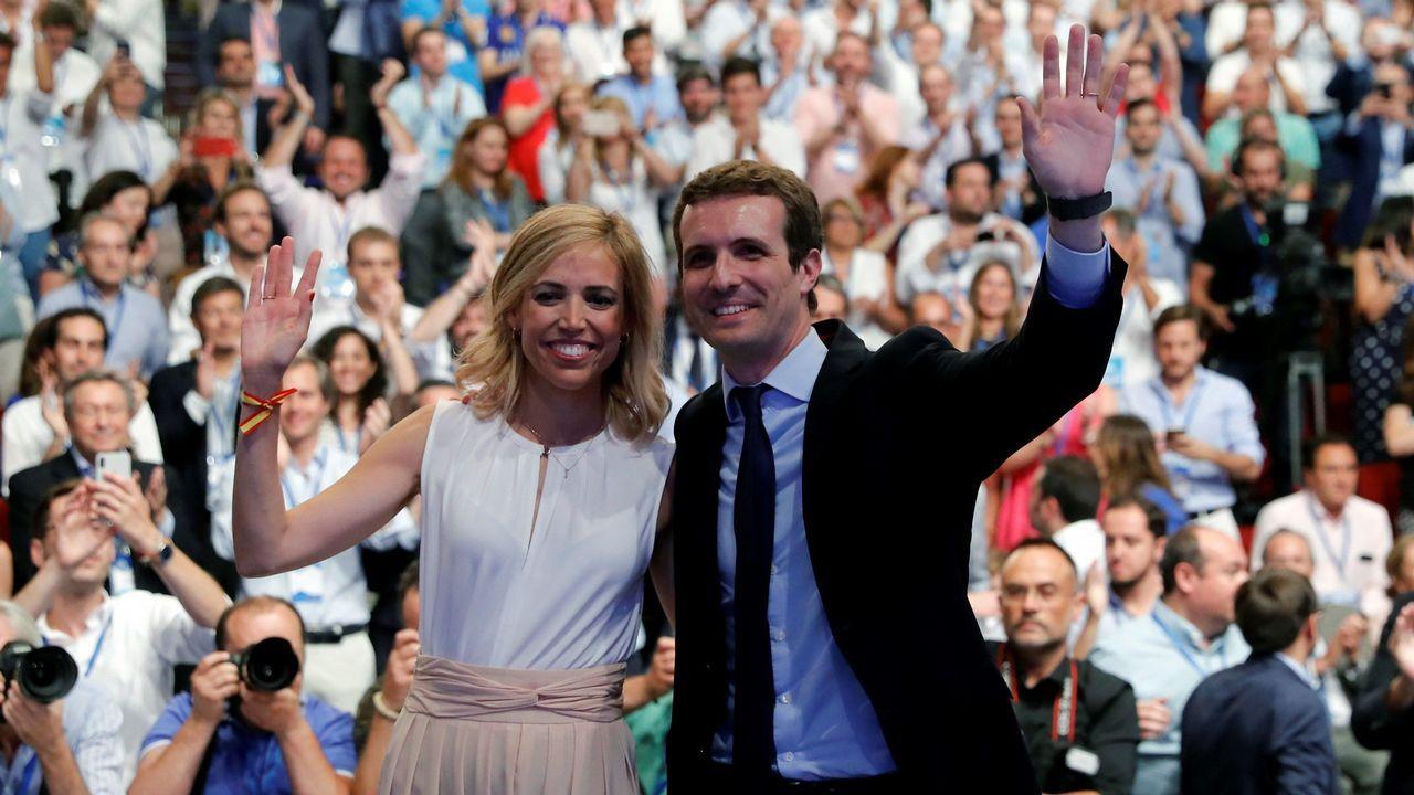 El relevo de Rajoy en el PP, en imágenes.Soraya Sáenz de Santamaría ha sido la primera en intervenir ante el plenario y se ha reivindicado como la «candidata de las bases».