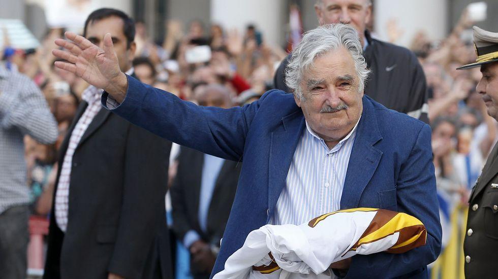 Mujica atribuye la elección de Trump al fenómeno de la globalización.Mujica, emocionado tras recibir la bandera uruguaya