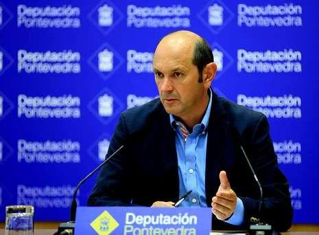 Rafael Louzán, presidente de la Diputación de Pontevedra, ayer, tras anunciar el plan de rescate.