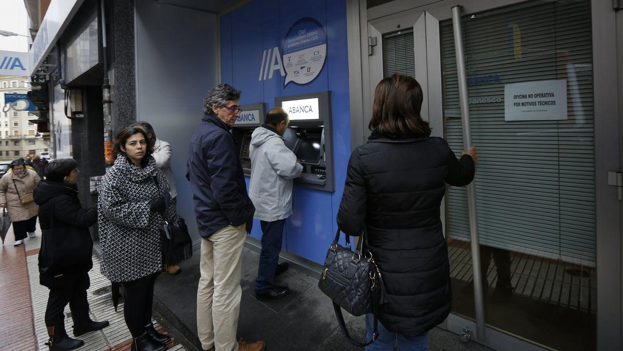 Gual: «El rescate en España no fue a sus bancos, fue a los depositantes».Oficina del Banco Pastor en Ferrol