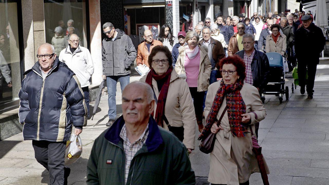 José María Paz: «Hace falta el gasoducto para unir Galicia con la Meseta».El Defensor del Pueblo en funciones, Francisco Fernández Marugan, entrega el informe anual de su institución a la presidencia del Congreso