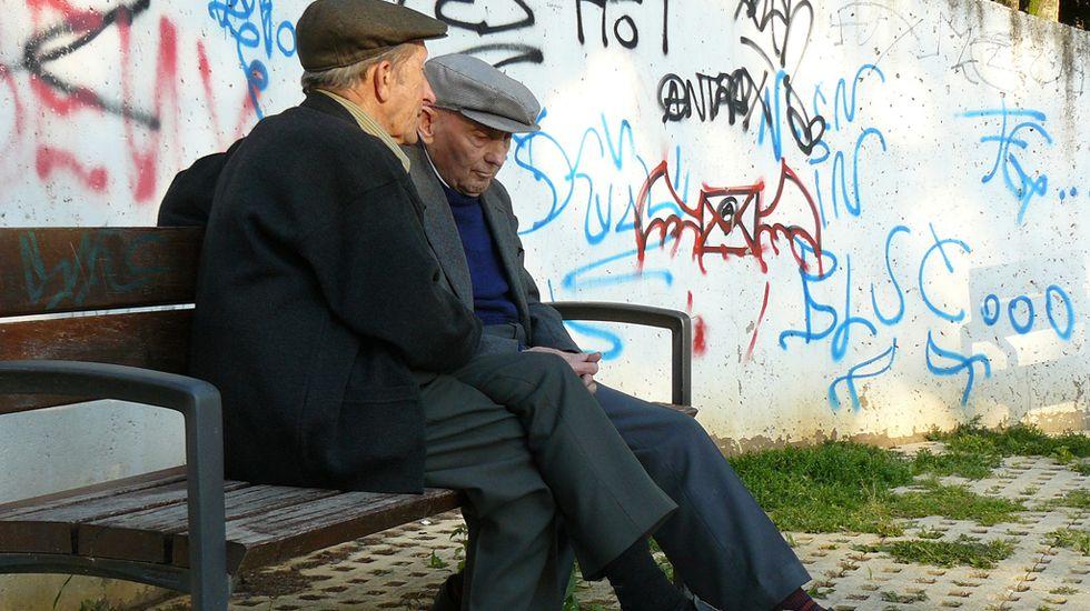 Dos ancianos en el parque