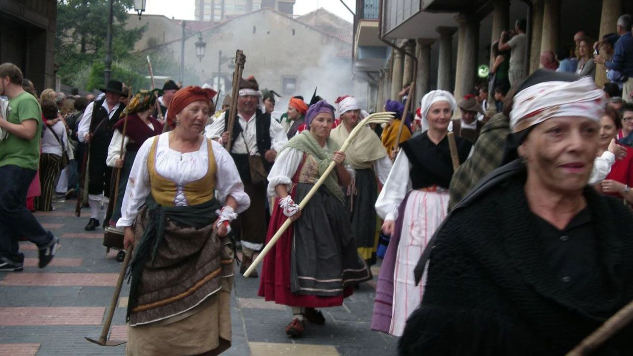El chalet riosellano que prefieren los internautas.Asociación de Recreación Histórico Cultural de Asturias en Avilés