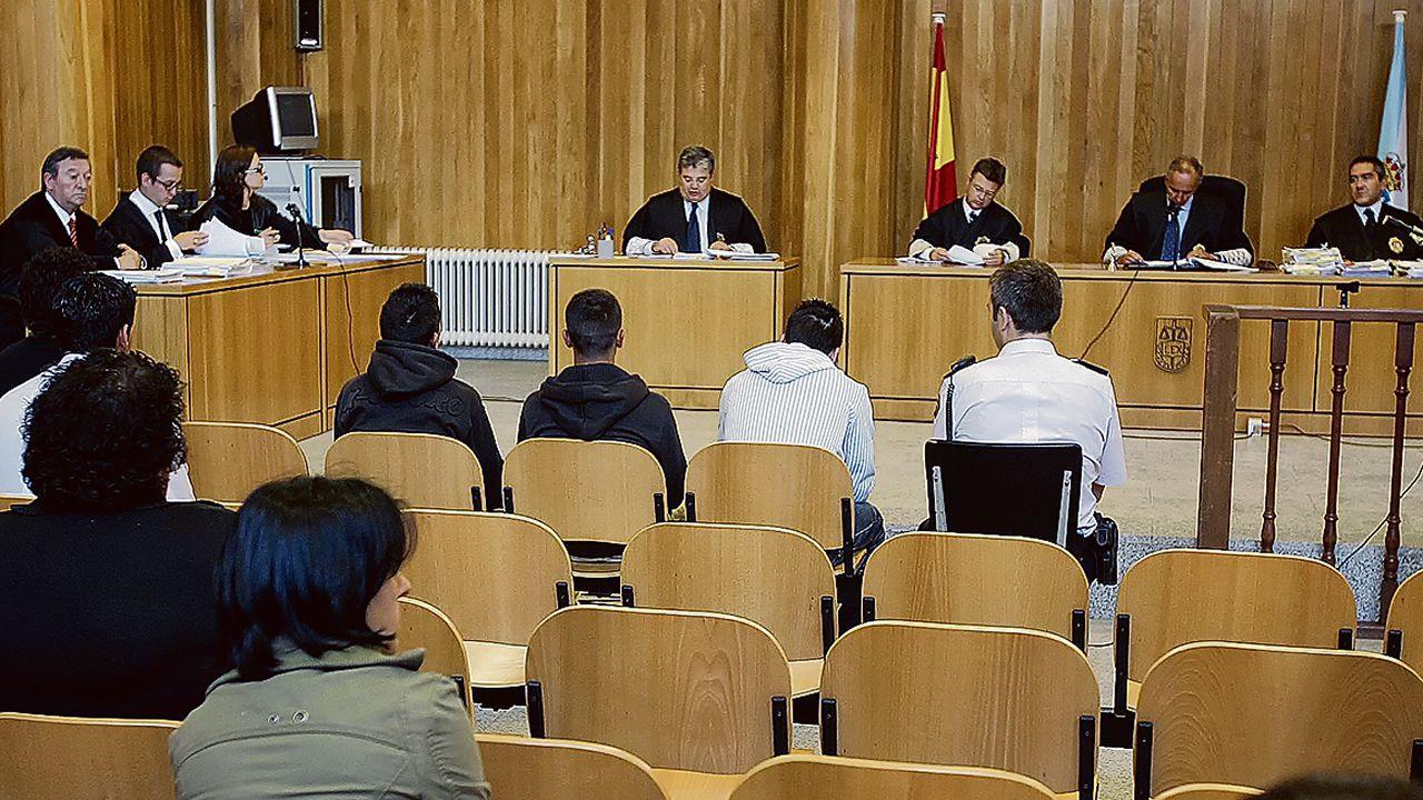 Así trabajan los radares invisibles.Iván Añón y los otros dos acusados durante el juicio que se celebró en el 2008 en la audiencia de A Coruña