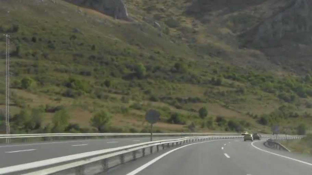 Autopista del Huerna a su paso por Caldas de Luna