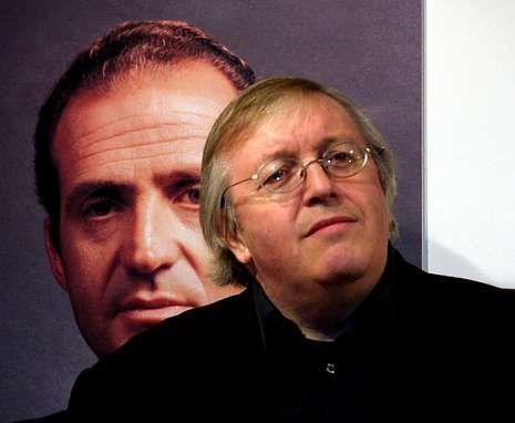 Así fue el acto de la rúbrica de la abdicación de Juan Carlos I.Preston durante la presentación en el 2003 en Madrid de su libro Juan Carlos, El rey del pueblo.